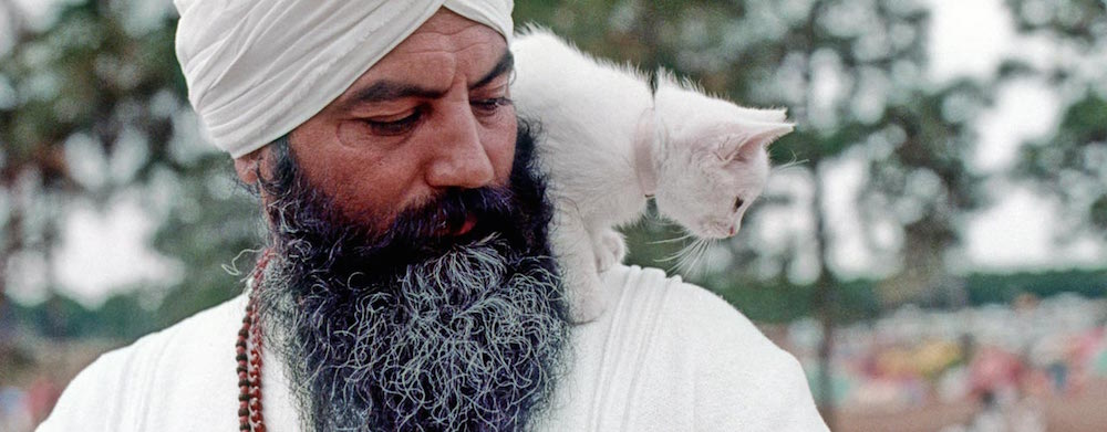 Yogi Bhajan with a cat